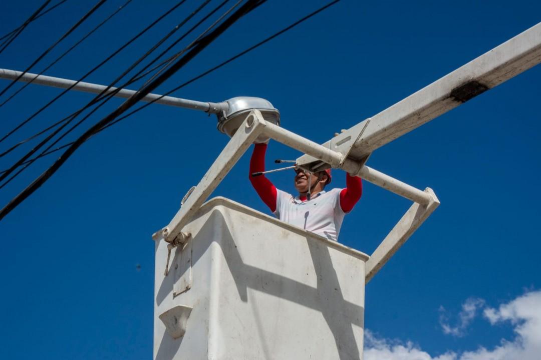 Prefeitura realiza manutenção na iluminação  pública da sede, povoados e distritos de Jaguarari